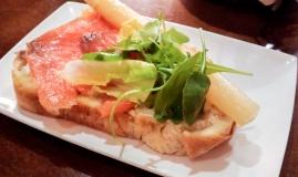 Tosta de salmón ahumado