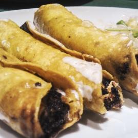 Tacos dorados de tinga