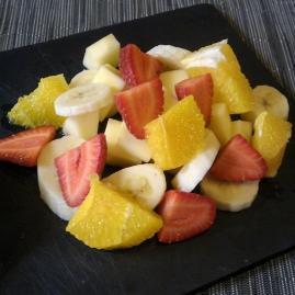 Frutas de temporada con fondue de chocolate